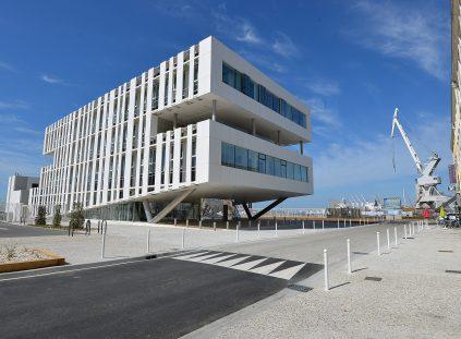 LA ROCHELLE-PALLICE : Port Atlantique La Rochelle, Maison du Port, bâtiment à énergie positive (BEPOS)